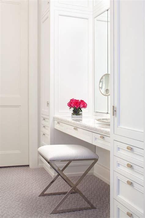 Walk In Closet Vanity by Best 25 Vanity In Closet Ideas On