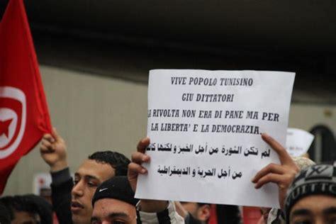 consolato tunisino roma la protesta tunisina arriva a napoli corrieredelmezzogiorno