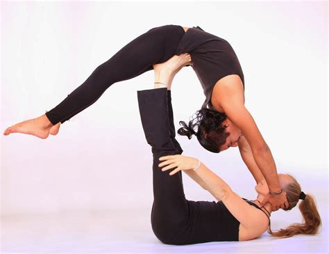 imagenes de yoga sin ropa teacher trainings yoga acrob 225 tico y yoga air