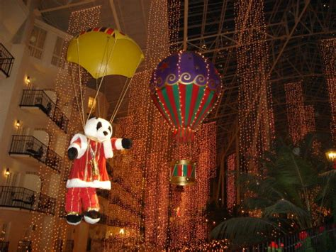 grand ole opry hotel lights and the new year at the opryland in tennessee buckettripper