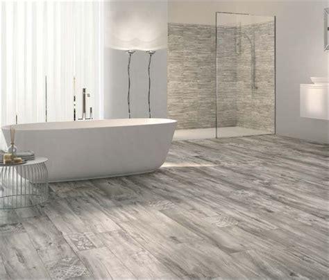 Badezimmer Fliesen Ideen Holzoptik by Die Besten 25 Fliesen Holzoptik Grau Ideen Auf
