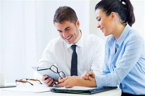 imagenes gratis gente trabajando gente de negocios trabajando en la oficina con tableta