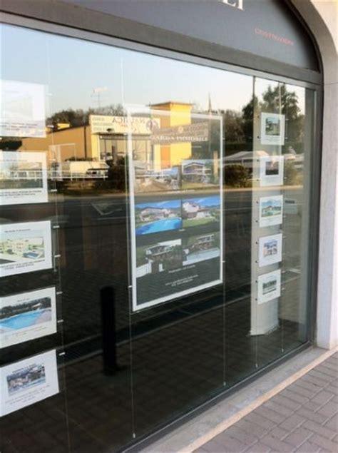 uffici interinali espositori per vetrine per agenzie viaggio immobiliari