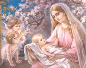The blessed virgin mary and child jesus in her hands angels praying