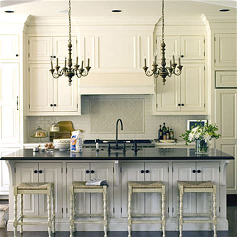 the neutral color palette in this kitchen helps to