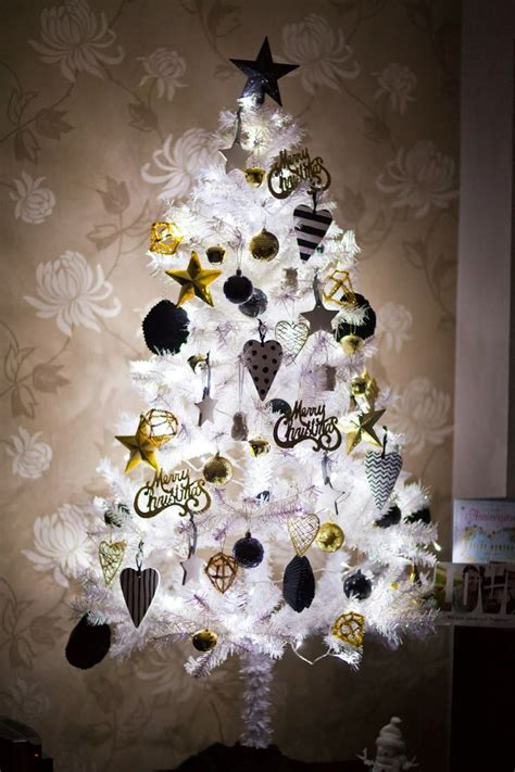 black and yellow christmas tree 20 chic decorating ideas with a black gold and white color scheme interior design blogs