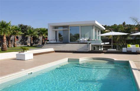 Villa with Swimming Pool by Sebastiano Adragna