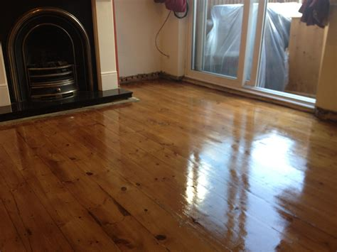 Hardwood Floor Varnish by Floor Staining And Gap Filling