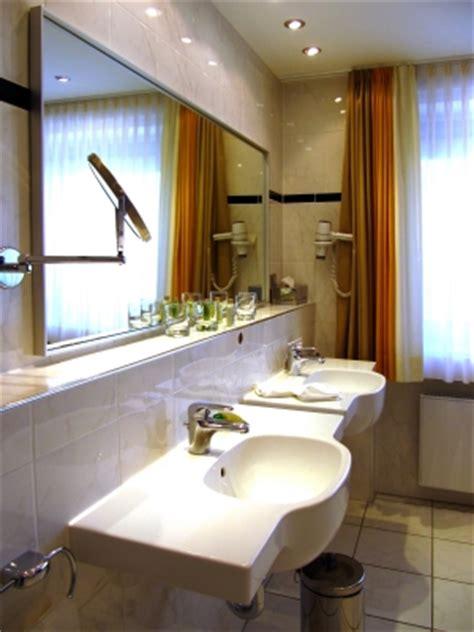 Badezimmer Fliesen Richtig Reinigen by Wie Sie Bodenfliesen Richtig Reinigen