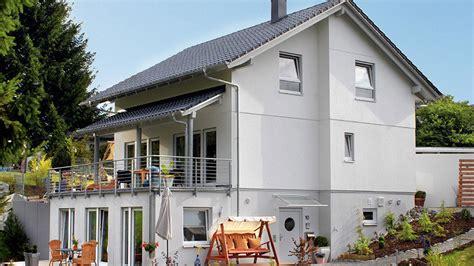 fertighaus mit einliegerwohnung separater eingang einliegerwohnung im keller 410 10 s schw 246 rerhaus kg