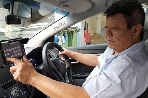 singapore taxi driver more taxi drivers switching to uberx and grabcar