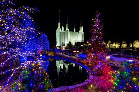 beautiful christmas light show at mormon temple maryland