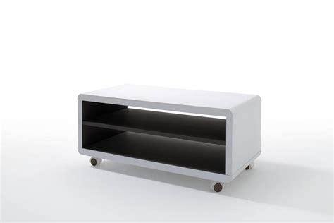 tv möbel auf rollen jaap 7 tv lowboard weiss innen schwarz mit rollen