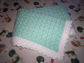 couverture au crochet verte et blanche photo de