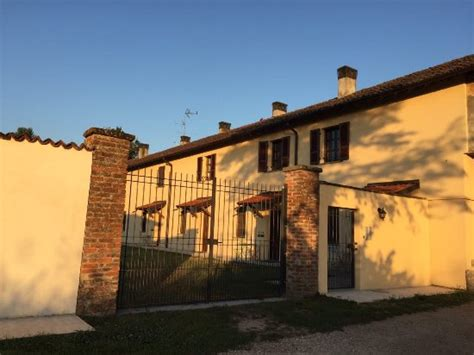 hotels in pavia italy agriturismo cascina mora farmhouse reviews price