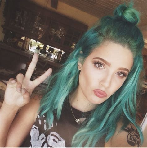 halsey hairstyles blue pink purple hair photos halsey with long hair halsey pixie haircut teen vogue