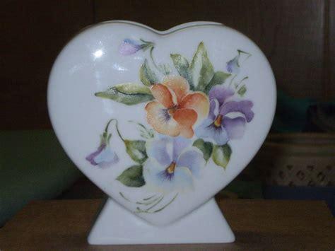 viole in vaso fernanda cantoni vaso con viole dipinto a mano