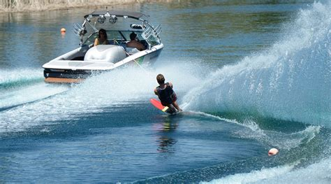 water skier and boat www pixshark images galleries - Boat Driving Water Skiing