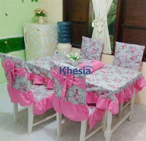 Taplak Meja Tamu Ungu Muda motif bunga untuk taplak meja dari khesia memang paling oke
