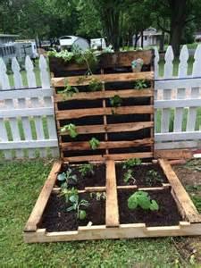 paletten garten 25 best ideas about pallet gardening on