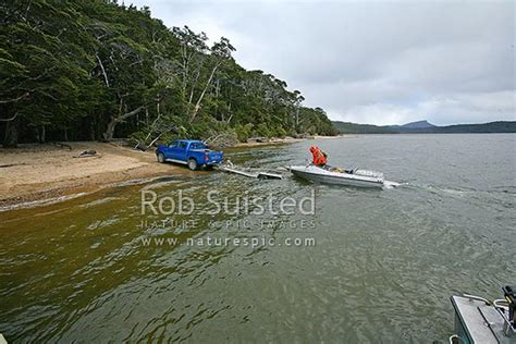 jet boat lake hauroko loading a jet boat onto trailer at end of hunting trip