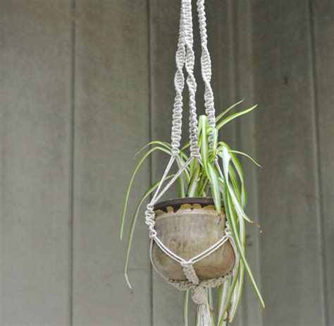 How To Make A Macrame Hanger - diy macrame plant hangers