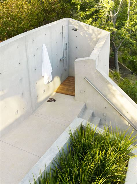 outdoor showers 10 excellent exles of outdoor shower designs contemporist