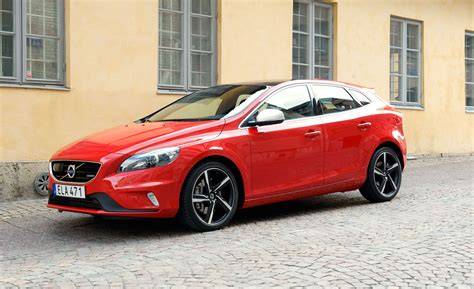2017 volvo v40 review release date and price 2017