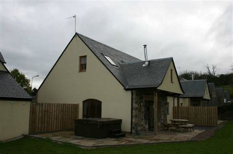 Horsemill Cottage by Beech Cottage In Back Picture Of Williamscraig
