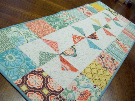free pattern quilted table runner top 10 quilted table runner patterns for spring