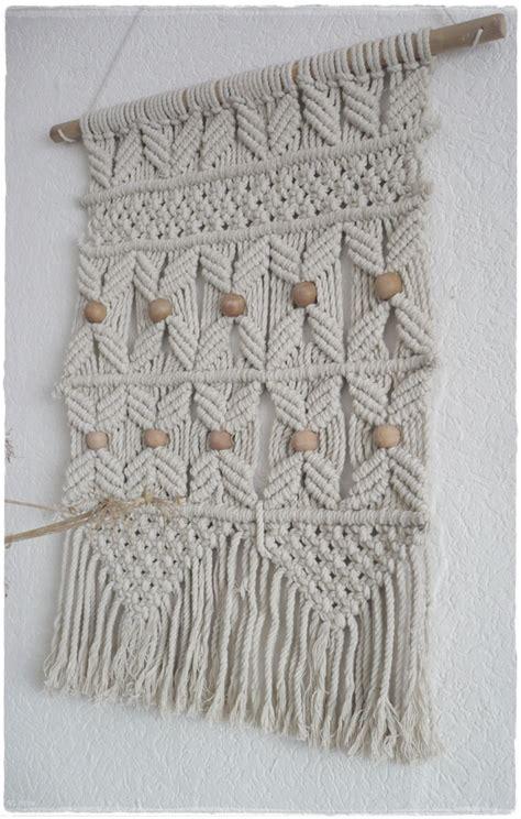 makramee wandbehang sch 246 ner makramee wandbehang in beige mit holzkugeln