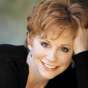reba mcentire with short hair reba mcentire music artists and hairstyles on pinterest