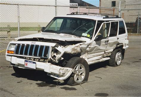 crashed white jeep 2000 jeep cherokee accident photo s