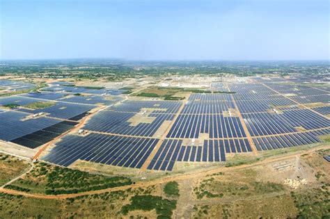 free solar panels india file kamuthisolarpark jpg wikimedia commons