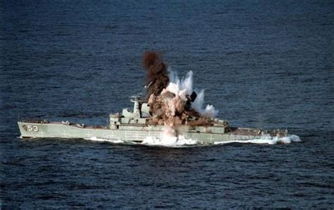 rc boats exploding mk 48 torpedo test explosion of the ship begins barcos