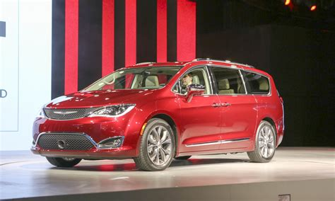chrysler car 2016 2016 detroit auto show chrysler introduces pacifica