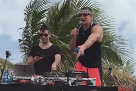 house boat sex video gronk offers man 10k to have sex with woman on