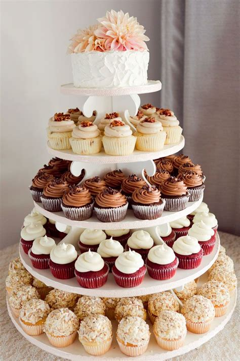 Etagere Kuchen by 25 Best Ideas About Wedding Cupcake Towers On