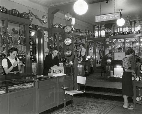 interieur winkel noord holland interieur van klokkenwinkel in rotterdam met vele klokken