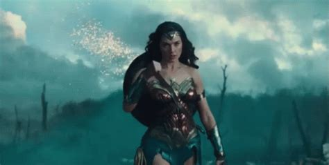 imagenes mujeres luchonas what i m going to tell my daughters about wonder woman and