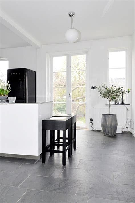 casa en blanco y negro primaveral la garbatella de