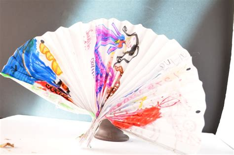 Decorative Paper Crafts - make a decorative fan paper craft for