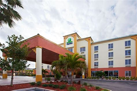 cocoa inn inn express hotels suites cocoa in space