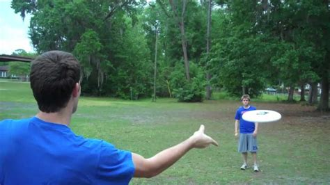 how to frisbee a how to throw a forehand brodie smith