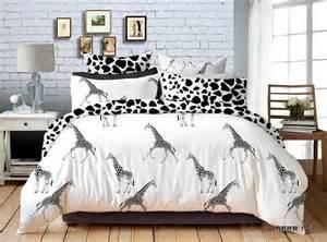giraffe bedroom giraffe bedding totally kids totally bedrooms kids bedroom ideas