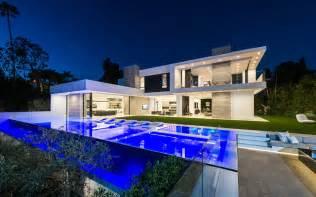 modern mansions 10 stunning modern mansions for sale in la