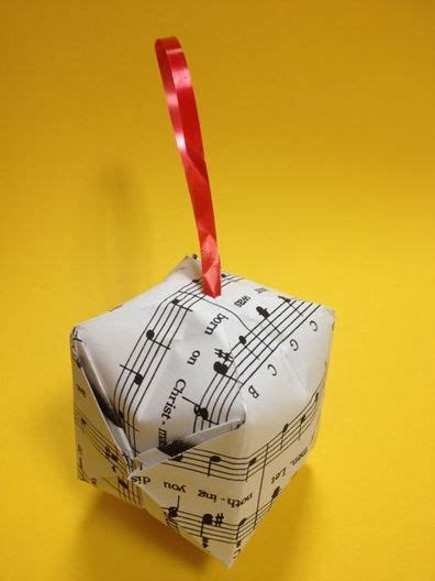 Origami Bauble - origami bauble using paper