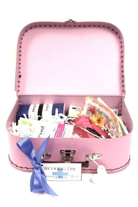 Emergency Wedding Kit – Round up: Wedding Day Emergency Kit Ideas