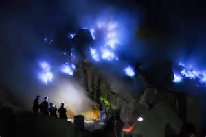 Kawah Ijen / Ijen Crater / Crater Lake   Indonesia Tourism