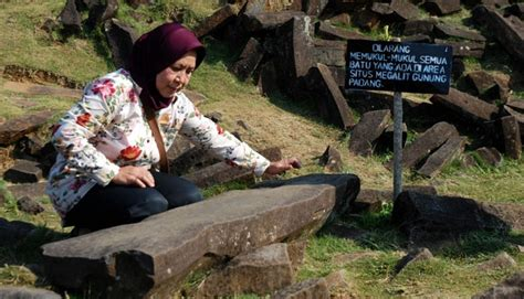 Situs Gunung Padang Misteri Dan Arkeologi teliti situs gunung padang dialokasikan rp 24 t nasional tempo co